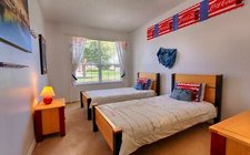 Kids bedroom with two twin beds