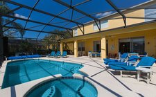 Luxurious raised spa