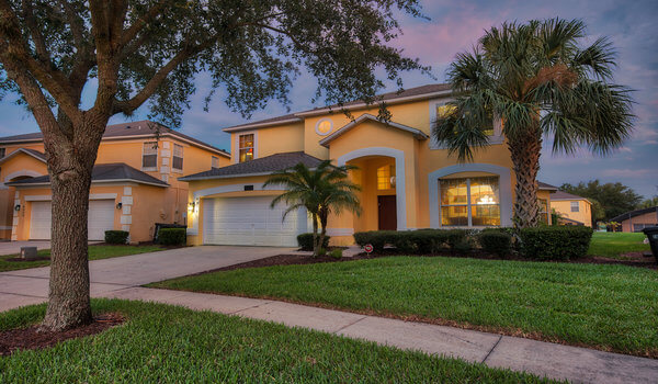 Experience the true Florida vacation in this lovely villa, only 5 minutes from Disney World