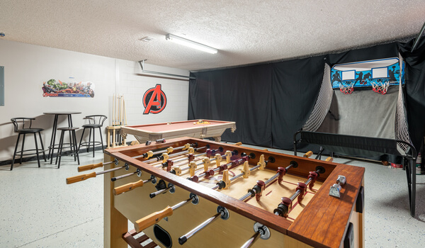 Games-room with pool table and air-hockey tables