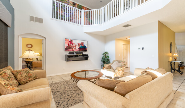 Grand family room with a flat-screen TV