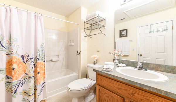 Family bathroom shared by bedrooms 2 and 3