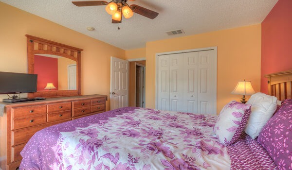 Master suite - Flat-screen TV and DVD player