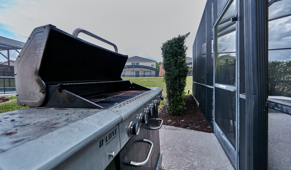 Full-size complementary BBQ grill included with the rental