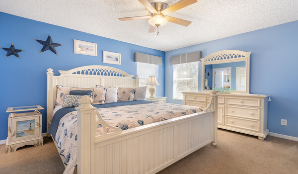 King master suite #4, offer a flat-screen TV, DVD player and crib
